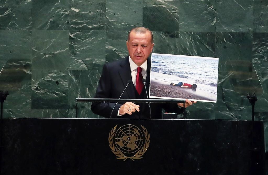 24 Eylül 2019 | Türkiye Cumhurbaşkanı Recep Tayyip Erdoğan, Birleşmiş Milletler (BM) Genel Kurul Salonu'nda, BM 74'üncü Genel Kurulu Genel Görüşmelerine katılarak Genel Kurul'a hitap etti.