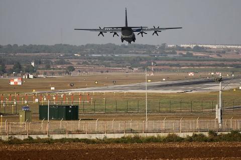 Barış Pınarı Harekatı'nın başlamasıyla Diyarbakır'daki 8. Ana Jet Üssü ve İncirlik 10. Tanker Üs Komutanlığında da hareketlilik devam ediyor.
