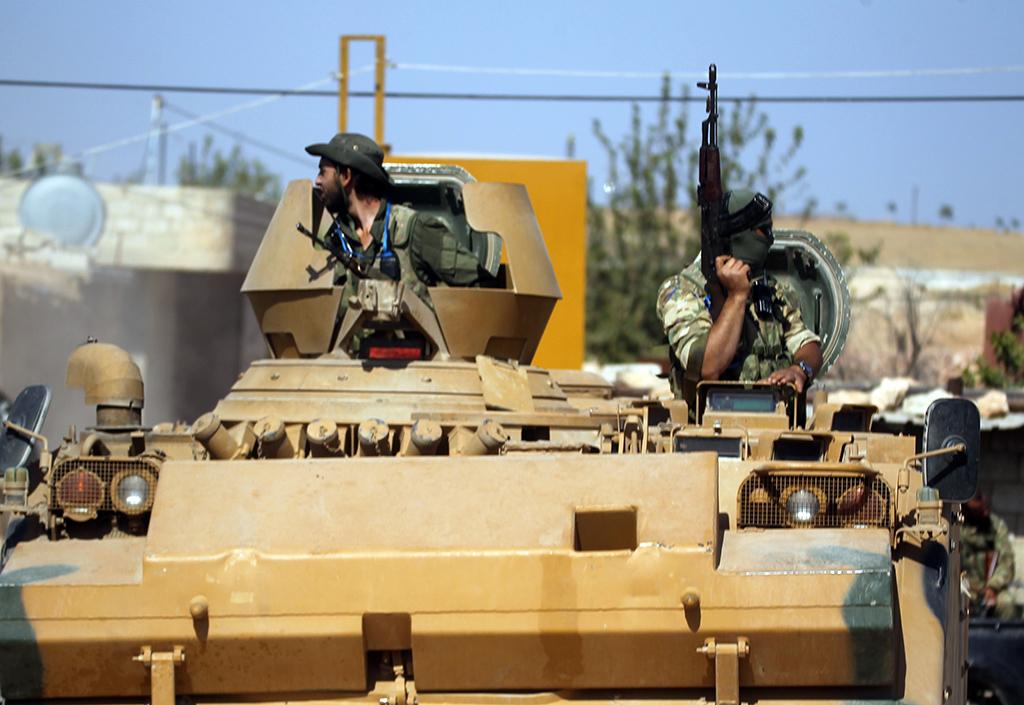 12 Ekim 2019 | Barış Pınarı Harekatı kapsamında, Suriye-Türkiye sınırındaki Tel Abyad ilçesinde Suriye Milli Ordusu askerlerinin ilerleyişi sürüyor.