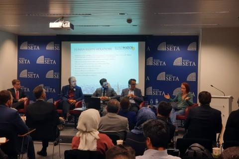 """Belçika'nın başkenti Brüksel'de, SETA'nın Avrupa Araştırmaları Direktörü Enes Bayraklı'nın moderatörlüğünde düzenlenen """"PKK/YPG'nin Çocuk Savaşçıları"""" paneli, yoğun katılımla gerçekleştirildi."""