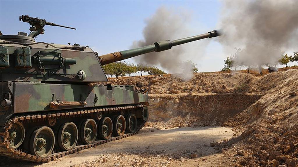 Türk Silahlı Kuvvetlerinin Fırat Kalkanı ve Zeytin Dalı harekatlarında terör hedeflerini tam isabet vurmasında etkin rol oynayan yerli üretim T-155 Fırtına obüsleri, Barış Pınarı Harekatı'nda da stratejik görevlerde kullanılıyor.