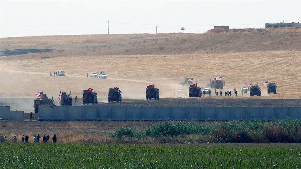 Suriye'de Fırat'ın doğusunda güvenli bölge tesisi kapsamında, TSK ve ABD personeli tarafından gerçekleştirilen birleşik kara devriyesi.