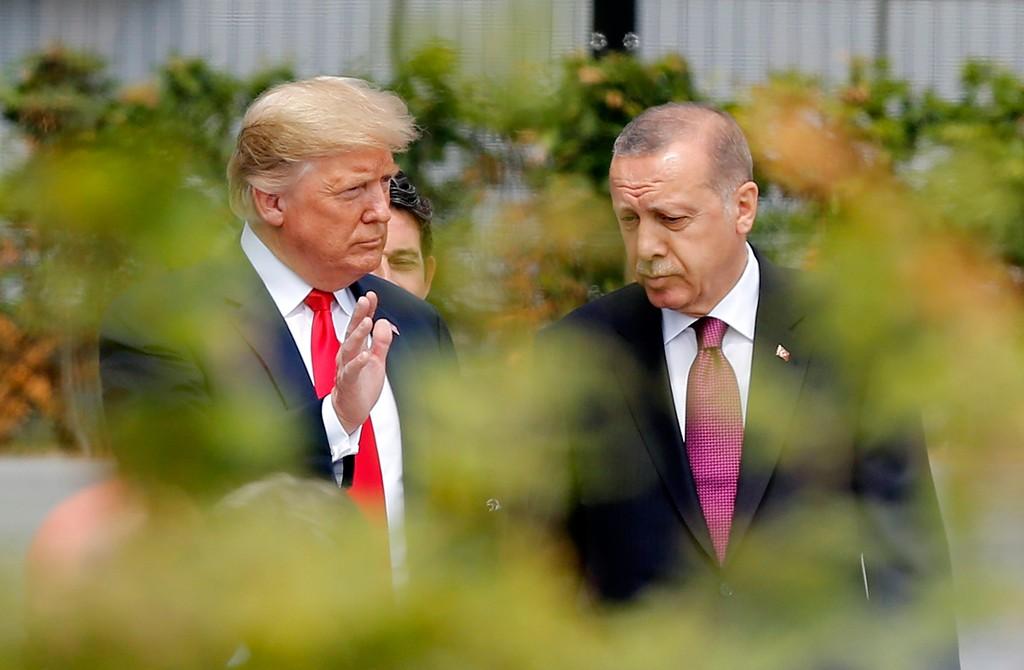 11 Temmuz 2018   NATO Devlet ve Hükümet Başkanları Zirvesi, Belçika'nın başkenti Brüksel'de başladı. Zirveye katılan Türkiye Cumhurbaşkanı Recep Tayyip Erdoğan (sağda), ABD Başkanı Donald Trump (solda) ile sohbet etti.