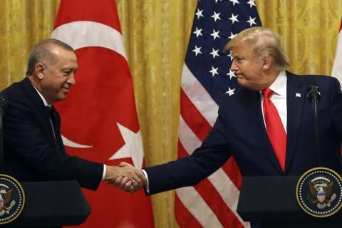 13 Kasım 2019   Türkiye Cumhurbaşkanı Recep Tayyip Erdoğan ve ABD Başkanı Donald Trump, Beyaz Saray'da baş başa ve heyetler arası görüşmelerin ardından ortak basın toplantısı düzenledi.