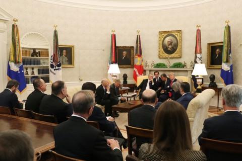 13 Kasım 2019 | Türkiye Cumhurbaşkanı Recep Tayyip Erdoğan ve ABD Başkanı Donald Trump, ABD'li Senatörler ile Oval Ofis'te bir araya geldi.