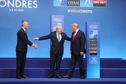 4 Aralık 2019 | İngiltere Başbakanı Boris Johnson (sol 2) ve NATO Genel Sekreteri Jens Stoltenberg (solda), başkent Londra'da düzenlenen NATO Devlet ve Hükümet Başkanları Zirvesine katılan ABD Başkanı Donald Trump'ı karşıladı.