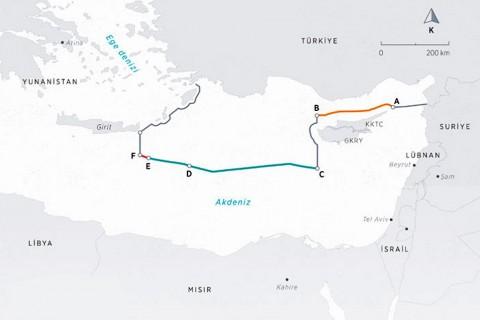 """Türkiye ile Libya arasında imzalanan Deniz Yetki Alanlarının Sınırlandırılmasına İlişkin Mutabakat Muhtırası'ndan sonra Türkiye'nin Doğu Akdeniz'deki kıta sahanlığı ve münhasır ekonomik bölge (MEB) sınırlarını gösteren harita. Türkiye ile Kuzey Kıbrıs Türk Cumhuriyeti arasında 2011'deki anlaşmada belirlenen hat A ve B noktaları gösterilen haritada, Türkiye ve Mısır arasındaki """"ana karalar arası ortay hat"""" C, D ve E noktalarıyla işaretlendi.  Türkiye ile Libya'nın geçen hafta imzaladığı """"Deniz Yetki Alanlarının Sınırlandırılmasına İlişkin Mutabakat Muhtırası"""" ile belirlenen noktalar ise E ve F şeklinde gösterildi."""