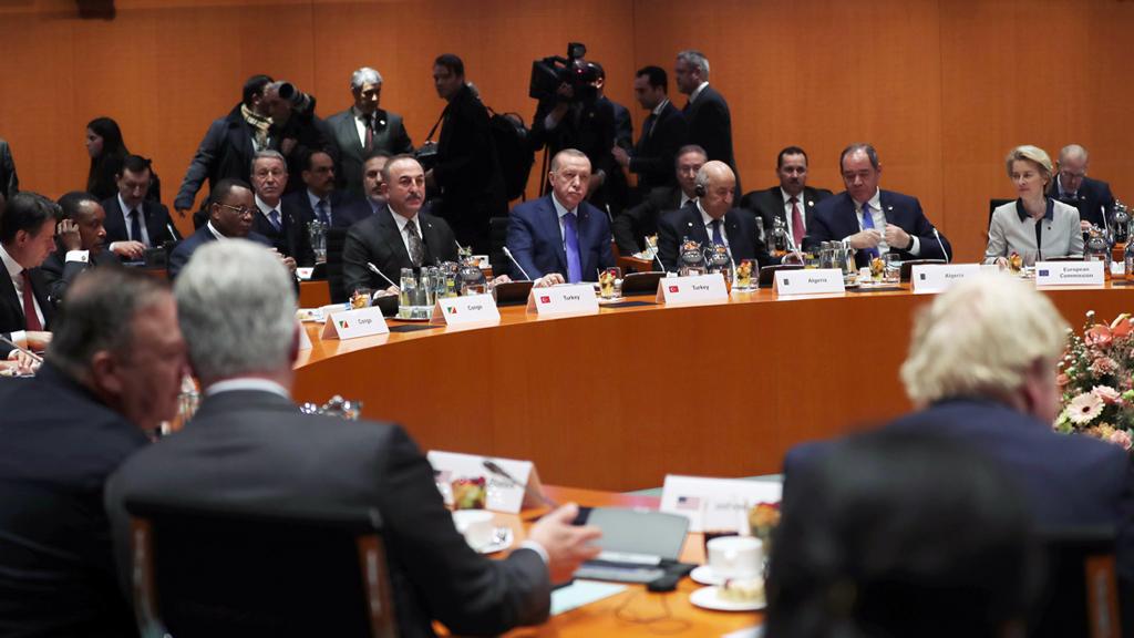 19 Ocak 2020 | Berlin'de Almanya Başbakanı Angela Merkel'in ev sahipliğinde Libya konusunda gerçekleştirilen zirveye; Türkiye Cumhurbaşkanı Recep Tayyip Erdoğan, Dışişleri Bakanı Mevlüt Çavuşoğlu, Milli Savunma Bakanı Hulusi Akar, İletişim Başkanı Fahrettin Altun, Milli İstihbarat Teşkilatı Başkanı Hakan Fidan, Türkiye'nin Libya Özel Temsilcisi ve AK Parti Ankara Milletvekili Emrullah İşler ve Libya müzakerelerinde Türkiye'yi temsil eden Cumhurbaşkanlığı Sözcüsü İbrahim Kalın da katıldı.