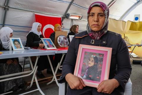 Çocuklarının dağa kaçırılmasından HDP'yi sorumlu tutan Diyarbakır annelerinin 3 Eylül 2019'da başlattığı oturma eylemi 134'inci gününe girdi.