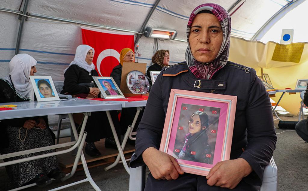 Destek Tiyatroya Var, Diyarbakır Annelerine Yok