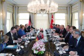 24 Ocak 2020 | Cumhurbaşkanı Recep Tayyip Erdoğan'ın davetine icabetle Türkiye'ye çalışma ziyaretinde bulunan Almanya Başbakanı Angela Merkel ile Erdoğan'ın görüşmesi, Vahdettin Köşkü'nde gerçekleşti.  Basına kapalı olarak gerçekleştirilen görüşme, 1 saat 20 dakika sürdü. Baş başa görüşmenin ardından, heyetler arası görüşmeye geçildi.