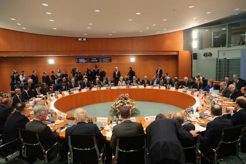 19 Ocak 2020   Berlin'de Almanya Başbakanı Angela Merkel'in ev sahipliğinde Libya konusunda gerçekleştirilen zirve başladı. Zirveye Türkiye Cumhurbaşkanı Recep Tayyip Erdoğan ve Dışişleri Bakanı Mevlüt Çavuşoğlu da katıldı.