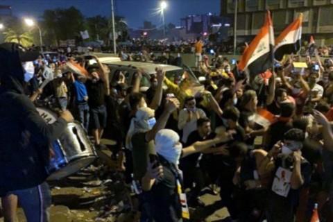 3 Ocak 2020   Irak'ta sosyal medyada yayınlanan görüntülerde, başkentteki Tahrir Meydanı'nda Irak bayrağı taşıyan bir grup gösterici, İran Devrim Muhafızları Ordusu'na bağlı Kudüs Gücü Komutanı Kasım Süleymani'nin öldürülmesine karşı sloganlar eşliğinde sevinç gösterisi düzenledi.
