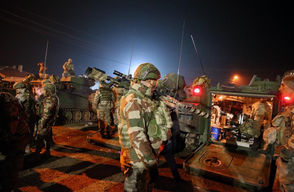 14 Şubat 2020 | Türk Silahlı Kuvvetleri (TSK) tarafından İdlib'deki gözlem noktalarına komando takviyesi yapıldı. Türkiye'nin farklı birliklerinden gönderilen çok sayıda komandonun bulunduğu 60 araçlık konvoy, Hatay'ın Reyhanlı ilçesine ulaştı. Zırhlı personel taşıyıcıların yer aldığı konvoy, geniş güvenlik önlemleri altında İdlib'deki gözlem noktalarına yönlendirildi.