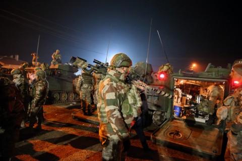 14 Şubat 2020   Türk Silahlı Kuvvetleri (TSK) tarafından İdlib'deki gözlem noktalarına komando takviyesi yapıldı. Türkiye'nin farklı birliklerinden gönderilen çok sayıda komandonun bulunduğu 60 araçlık konvoy, Hatay'ın Reyhanlı ilçesine ulaştı. Zırhlı personel taşıyıcıların yer aldığı konvoy, geniş güvenlik önlemleri altında İdlib'deki gözlem noktalarına yönlendirildi.