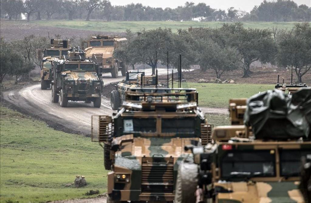 12 Şubat 2020, Hatay | Türk Silahlı Kuvvetleri (TSK) İdlib'deki gözlem noktalarına komando takviyesi yaptı.  Türkiye'nin çeşitli birliklerinden Hatay'ın Reyhanlı ilçesine gönderilen ve buradaki sınır birliklerinde hazır bekletilen komandolar hazırlıklarını tamamladı.  Komandolar daha sonra zırhlı personel taşıyıcılarıyla İdlib'deki gözlem noktalarına hareket etti. (AA)