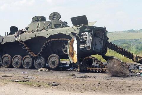 Ukrayna Krizi: Rusya-Ukrayna çatışmaların ardından bir tank kalıntısı. (Temmuz 2014]
