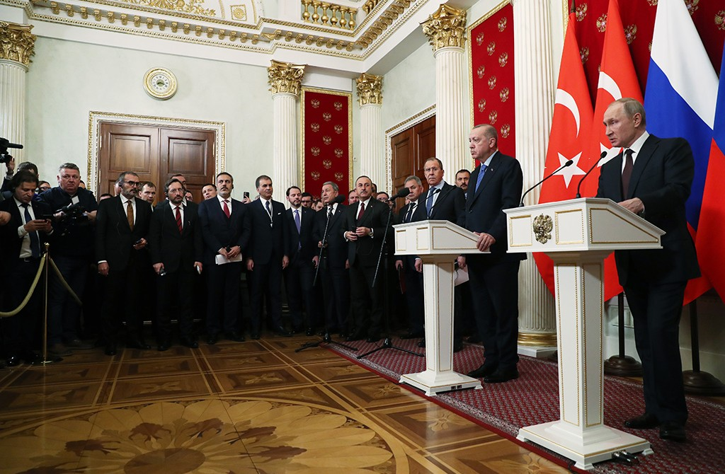 5 Mart 2020   Türkiye Cumhurbaşkanı Recep Tayyip Erdoğan ile Rusya Devlet Başkanı Vladimir Putin, Kremlin Sarayı'ndaki baş başa ve heyetler arası görüşmenin ardından ortak basın toplantısı düzenledi.