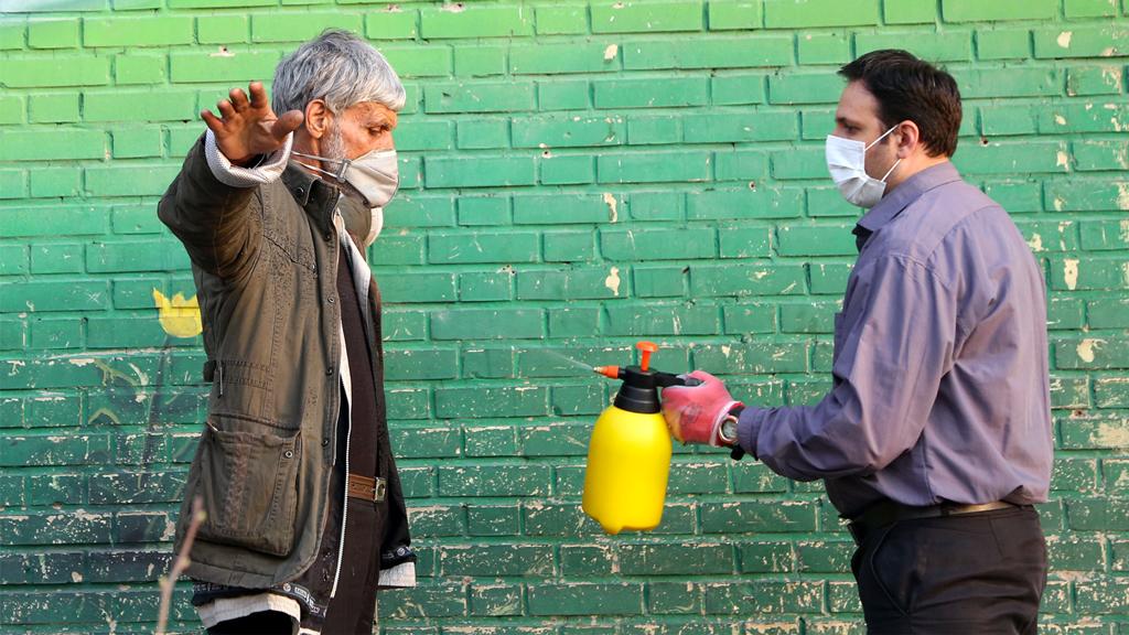 İran'da gönüllü koronavirüs dezenfekte çalışması