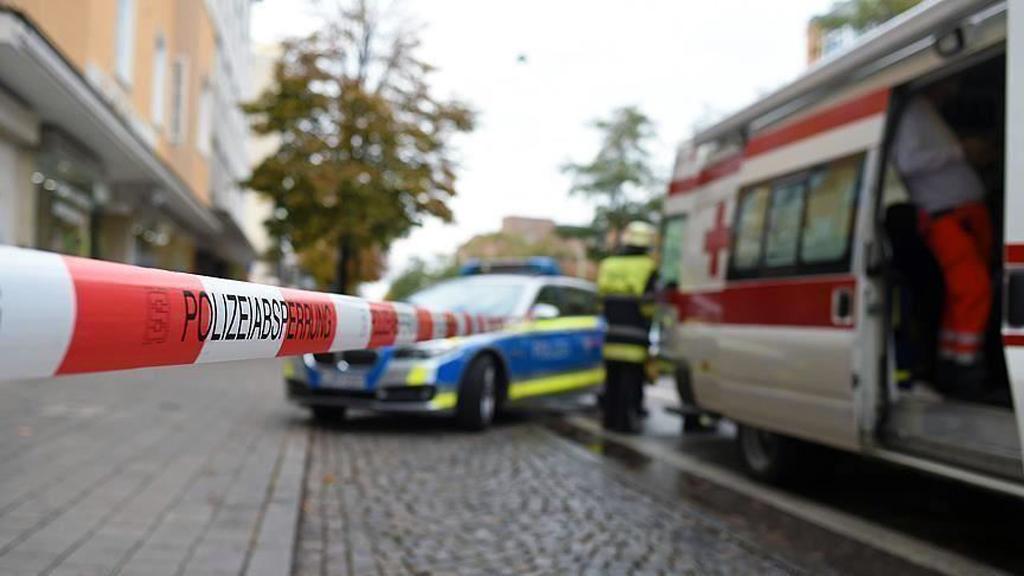Almanya'da bir Koronavirüs hastasının evden nakil işlemi
