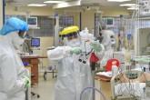 İstanbul Üniversitesi (İÜ) İstanbul Tıp Fakültesi Hastanesi Pandemi Servisi'nde görev yapan sağlık çalışanları, yeni tip koronavirüsle (Kovid-19) en ön safta mücadele ederek, hastaların tedavisini büyük bir özveriyle sürdürüyor. (AA)