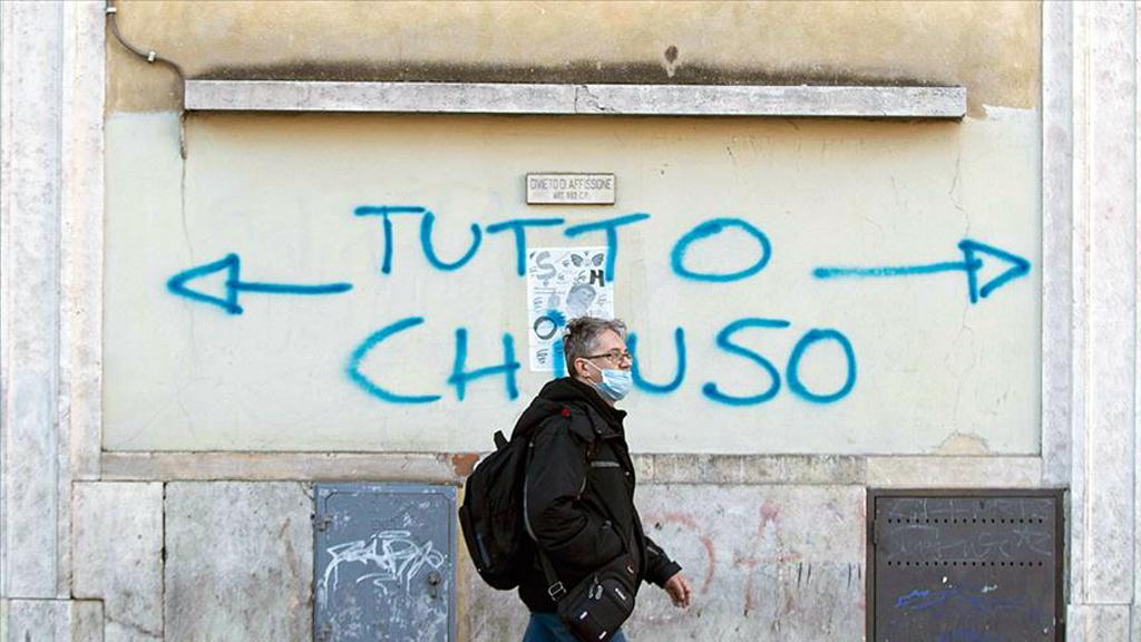 """İtalya'da bir duvar yazısı: """"Tüm Yönler Kapalı"""""""