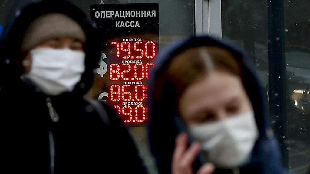Rus Ekonomisine Darbe Vuran Kovid-19 Siyasi Krize de Kapı Aralıyor
