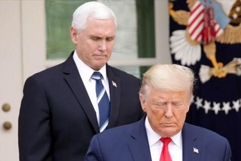Amerika Birleşik Devletleri Başkanı Donald Trump ve ardında Başkan Yardımcısı Mike Pence