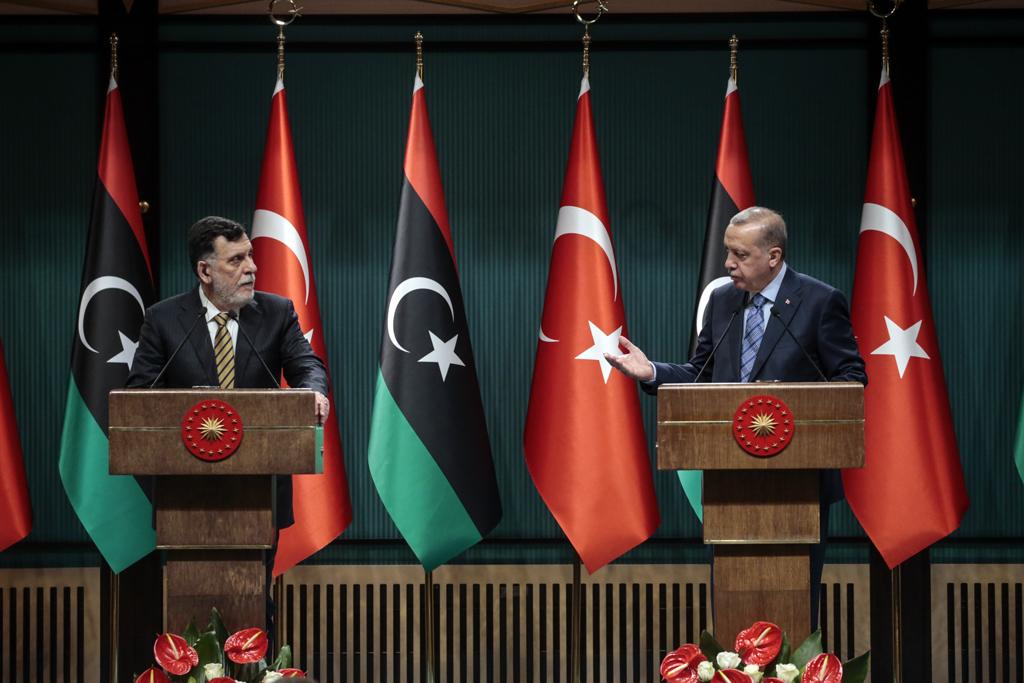 4 Haziran 2020 | Türkiye Cumhurbaşkanı Recep Tayyip Erdoğan, Libya Başbakanı Fayiz es-Serrac'ı Cumhurbaşkanlığı Külliyesi'nde kabul etti. Cumhurbaşkanı Erdoğan ve Serrac, görüşmenin ardından ortak basın toplantısı düzenledi.