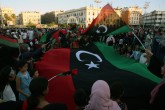 5 Haziran 2020   Libyalılar, ülkenin doğusundaki gayrimeşru silahlı güçlerin lideri Halife Hafter'e bağlı milislerin işgalinden kurtarılan Terhune ve Beni Velid'in kontrol altına alınmasını, başkent Trablus'taki Şehitler Meydanı'nda kutladı.