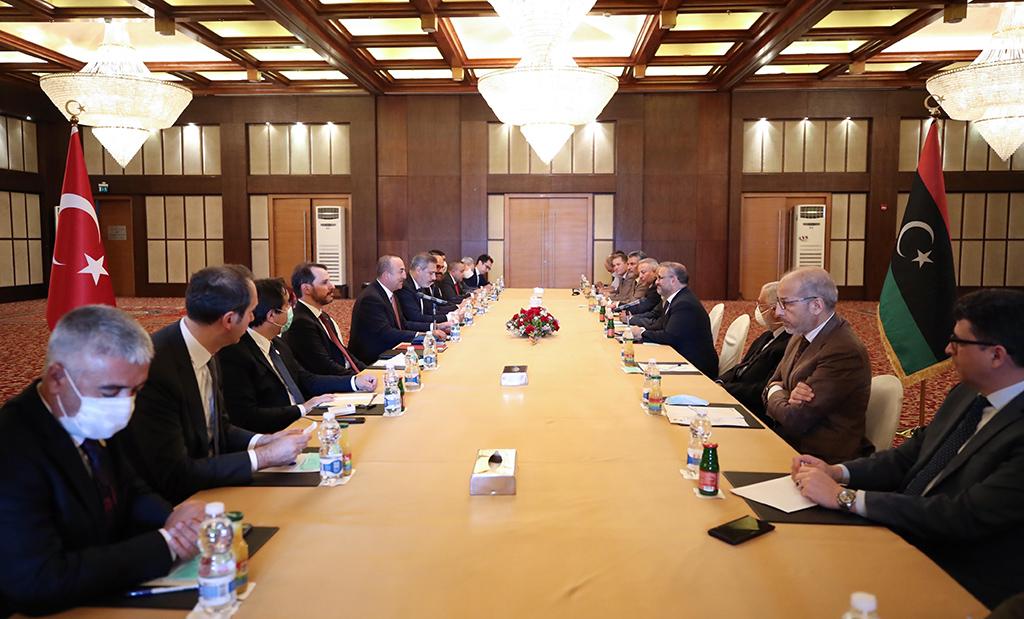Dışişleri Bakanı Mevlüt Çavuşoğlu, Hazine ve Maliye Bakanı Berat Albayrak, Milli İstihbarat Teşkilatı (MİT) Başkanı Hakan Fidan ve Cumhurbaşkanlığı Sözcüsü İbrahim Kalın resmi temaslarda bulunmak üzere geldikleri Libya'da Libya Devlet Yüksek Konseyi Başkanı Halid el-Mişri ile görüştü.