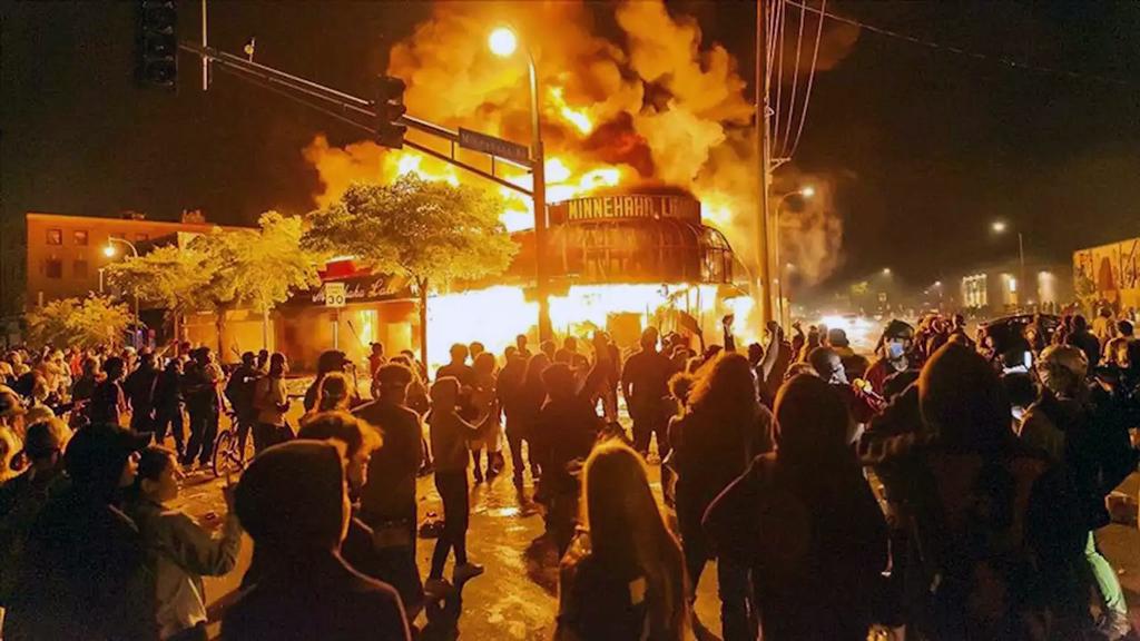 28 Mayıs 2020, Minneapolis | George Floyd'un polis tarafından öldürülmesinin ardından ABD'de ülke çapında sokak olaylarına sahne oldu.