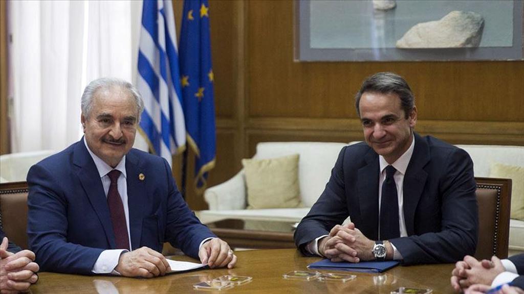 17 Ocak 2020 | Yunanistan'a ani bir ziyaret gerçekleştiren Libya'nın doğusundaki gayrimeşru silahlı güçlerin lideri Halife Hafter, Atina'da Başbakan Kiryakos Miçotakis ve Dışişleri Bakanı Nikos Dendias ile bir araya geldi.