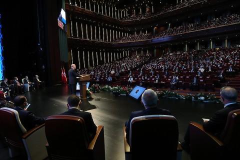 21 Temmuz 2020 | Cumhurbaşkanı Recep Tayyip Erdoğan, Beştepe Millet Kongre ve Kültür Merkezi'nde düzenlenen Cumhurbaşkanlığı Hükümet Kabinesi 2 Yıllık Değerlendirme Toplantısı'nda katılımcılara hitap etti.