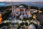 10 Temmuz 2020   Danıştayın, Ayasofya'nın camiden müzeye dönüştürülmesine dair 24 Kasım 1934 tarihli Bakanlar Kurulu kararını iptal etmesi sonrasında Ayasofya Meydanı'na gelen bir grup vatandaş burada akşam namazı kıldı.