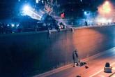 15 Temmuz 2016 | FETÖ'cü teröristler darbe girişimine karşı çıkan vatandaşların üzerlerine askeri tankları sürdüler ve bazıları tank paletleri altında şehit olurken bazıları da Genelkurmay Başkanlığı Karargahı önündeki metrelerce yükseklikteki alt geçide düşüp şehit oldular.  (Foto: Depo Photos, Osmancan Gürdoğan)