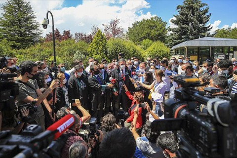 23 Haziran 2020 | Avukatlık Kanunu'nda planlanan değişikliklere itiraz eden baro başkanları Anıtkabir'i ziyaret etti.