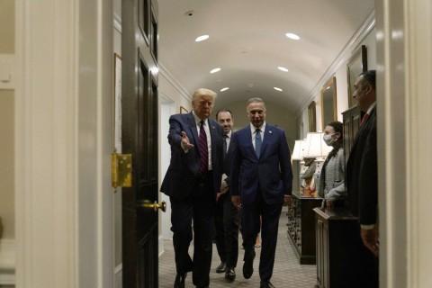 21 Ağustos 2020 | Irak Başbakanı Mustafa el-Kazımi (sol 3), resmi temaslarda bulunmak üzere geldiği ABD'nin başkenti Washington'da, ABD Başkanı Donald Trump (solda) ile Beyaz Saray'da bir araya geldi.