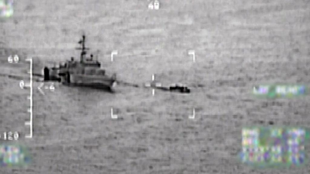 1 Ağustos 2017 | Yunan Deniz Kuvvetleri sığınmacıları taşıyan bir bota gerçek mermilerle ateş ediyor iken kayıt altına alındı. Daha sonra botta bulunan 62 kişinin yaralandığı tespit edildi.