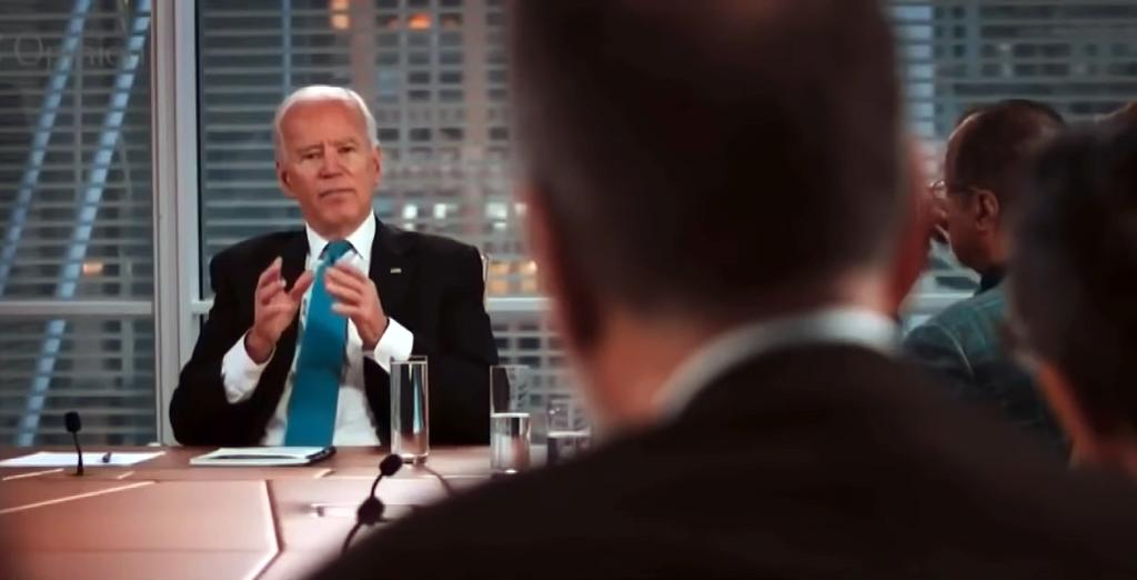 """ABD'de Demokrat Parti'nin Donald Trump'a karşı çıkardığı aday Joe Biden'ın Aralık 2019'da New York Times (NYT) gazetesi yayın kuruluyla gerçekleştirdiği, Ocak 2020'de ise yayımlanan söyleşide Türk ve Türkiye karşıtlığı dikkat çekti. Biden şu sözleri sarf ediyor: """"Bence yapmamız gereken ona (Erdoğan'a) karşı farklı bir yaklaşım izlemek. Muhalefetin liderlerini desteklediğimizi açık şekilde belirtmeliyiz. Açıkça pozisyonumuzun parlamentoda da yer edinmek isteyen Kürt nüfusun entegrasyonunu sağlamak olduğunu söylemeliyiz. Yanlış olduğunu düşündüğümüz şeyler hakkında sesimizi çıkarmalıyız. Yaptıklarının bedelini ödemeli. Bazı silahları ona satıp satmayacağımızla ilgili, bir bedel ödemeli. Özellikle de üzerinde F-15 uçurarak çözmeye çalıştıkları bir hava savunma sistemleri olduğunu düşündüğümüzde. Bunlar hakkında çok endişeliyim."""".. """"Ama hâlâ, geçmişte yaptığım gibi, onlarla (muhalefet) doğrudan iletişimde olup, hâlâ var olan unsurlarını destekleyip onları Erdoğan'ı mağlup etmeleri için cesaretlendirebiliriz. Darbe ile değil, darbe ile değil, seçimle."""" """"(Erdoğan ve partisi) Dağıldı, İstanbul'da dağıldı, peki biz ne yapıyoruz? Oturup teslim mi olacağız? Yapacağım son şey ona Kürtler konusunda boyun eğmek olurdu. Onunla Kürtler konusunda birkaç kez görüşmüştüm. O dönemde henüz üzerlerine gitmiyorlardı."""".. """"Her neyse, şunu açıkça belirtmeliyiz… Günün sonunda Türkiye de Rusya'ya bağımlı olmak istemez."""".. """"Çok endişeliyim, çok endişeliyim. Hava sahalarımız ve onlara erişimimiz konusunda da çok endişeliyim. Bölgedeki müttefiklerimizle bir araya gelerek onun bölgedeki faaliyetlerini tecrit etmek bizim için çok çaba gerektiren bir iş. Özellikle de Doğu Akdeniz'deki petrol faaliyetleri gibi uğraşması çok uzun süren birçok diğer konu… Ama cevabım şu; evet endişeliyim."""""""