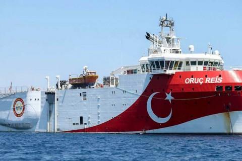 Türkiye'nin Doğu Akdeniz'deki deniz yetki alanlarında sismik araştırma faaliyetine başlayan MTA ORUÇ REİS araştırma gemisi