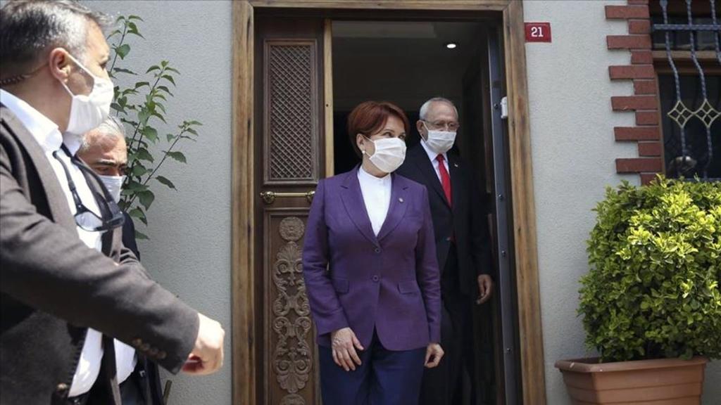 26 Mayıs 2020 | CHP Genel Başkanı Kemal Kılıçdaroğlu, Ramazan Bayramı dolayısıyla İYİ Parti Genel Başkanı Meral Akşener'i Üsküdar Beylerbeyi'ndeki evinde ziyaret etti.