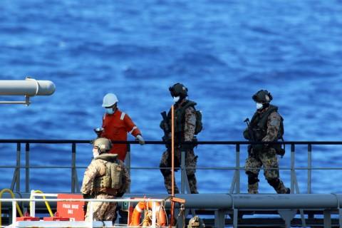 10 Eylül 2020   Avrupa Birliği'nin (AB) Libya'ya yönelik silah ambargosunu denetlemek için mayıs ayında başlattığı İrini operasyonu kapsamında, Birleşik Arap Emirlikleri'nden (BAE) Libya'nın Bingazi kentine jet yakıtı taşıyan bir gemi durduruldu.