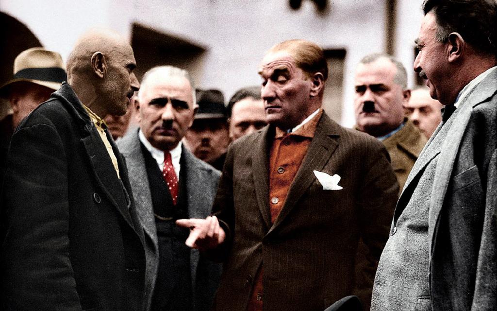 """CHP'nin """"Atatürk"""" Tartışması Nereden Nereye?"""