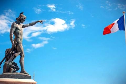 Perspektif: İki Benzer Bölge, İki Farklı Tutum | Fransa'nın Doğu Akdeniz'deki Hukuki Çıkmazı