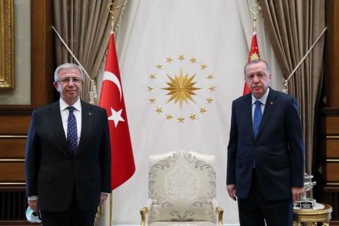 1 Eylül 2020   Cumhurbaşkanı Recep Tayyip Erdoğan, Ankara Büyükşehir Belediye Başkanı Mansur Yavaş'ı kabul etti.
