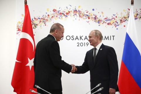 29 Haziran 2019 | Japonya'nın ev sahipliğinde Osaka'da düzenlenen G20 Liderler Zirvesine katılan Türkiye Cumhurbaşkanı Recep Tayyip Erdoğan, Rusya Devlet Başkanı Vladimir Putin ile bir araya geldi.