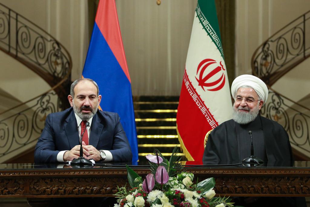 27 Şubat 2019 | İran Cumhurbaşkanı Hasan Ruhani (sağda), resmi ziyaret için Tahran'a gelen Ermenistan Başbakanı Nikol Paşinyan (solda) ile Sadabat Sarayı'nda bir araya geldi. İkili daha sonra ortak basın toplantısı düzenledi. ( Foto: AA)