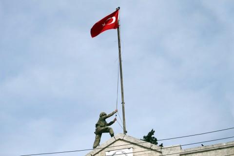 18 Mart 2018 | Zeytin Dalı Harekâtı kapsamında TSK ve ÖSO güçlerince kontrolün sağlandığı Afrin şehir merkezine Türk bayrağı asıldı.