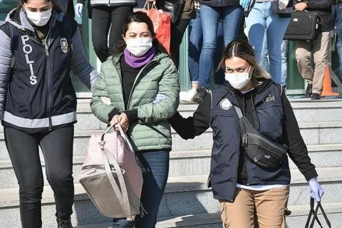 8 Ekim 2020 | Kars'ta, terör örgütü PKK/KCK'ye yönelik terör soruşturması kapsamında gözaltına alınan HDP'li belediye başkan yardımcısı Şevin Alaca (fotoğrafta ortada) ve HDP İl Başkanı Cengiz Anlı'nın da aralarında bulunduğu 4 zanlı tutuklandı.